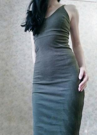 Красивое бархатное платье цвета хаки
