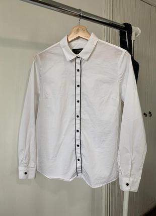 Белая рубашка с чёрной отделкой paul costelloe black label