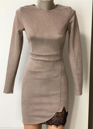 Бежевое замшевое нюдовое платье из эко замши