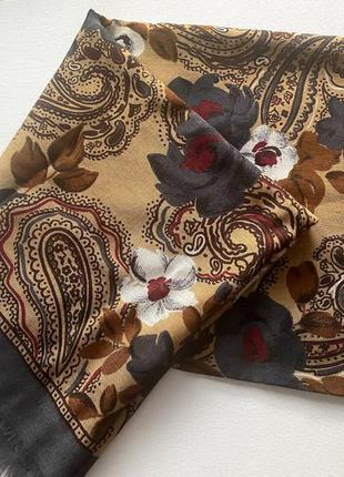 Красивый большой платок орнамент цветы тонкая шерсть