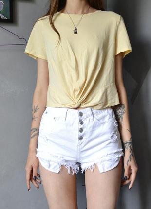 Светло-жёлтая короткая футболка топ с узлом h&m