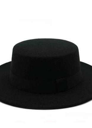 Стильная фетровая шляпа канотье с лентой черный
