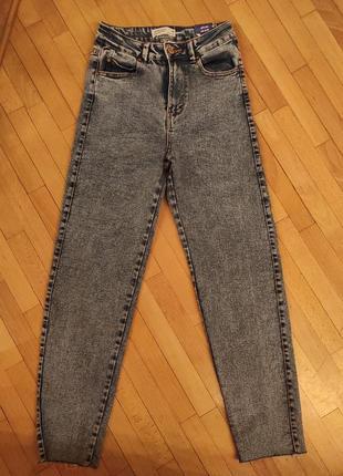 Стильные джинсы мом высокая талия