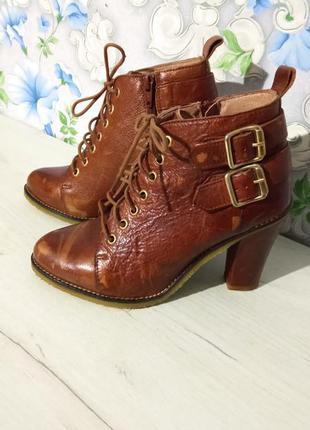 Рыжие ботильоны ботинки на высоком каблуке