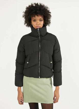 Чёрная куртка пуффер дутая bershka s