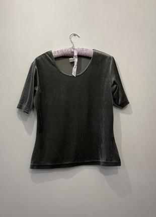 Бархатная футболка серого цвета