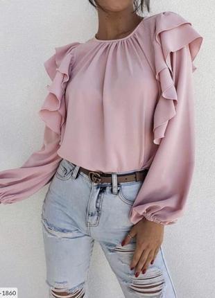 Розовая блуза с рюшами