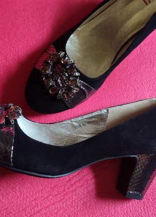 Новые замшевые туфли, туфли с пряжкой, туфли на устойчивом каблуке mativi