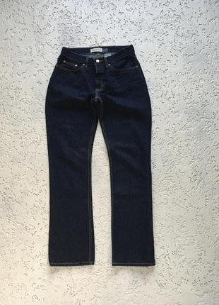 Широкие бёдра темно-синие джинсы