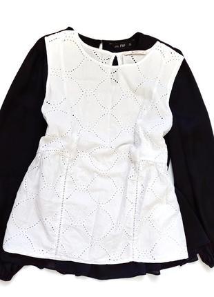 Гарна котонова блуза  розмір л хл  пог 55 довжина 65.5 стан ідеальний  100%котон  149 грн
