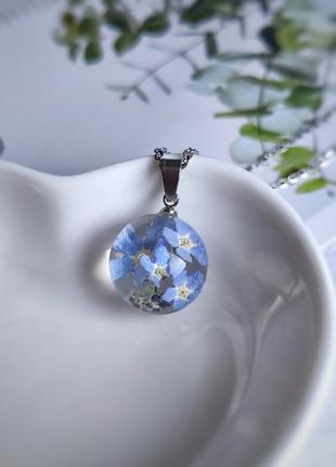 Кулон шар с натуральными незабудками в смоле, цветы в ювелирной смоле