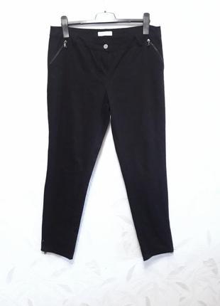 Модные, зауженные стрейчевые брючки из хлопка и эластана, внизу штанины на молнии