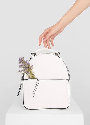 Маленький белый рюкзак