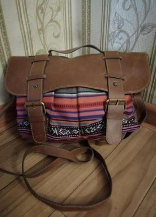 Очень классная, модная, вместительная брендовая сумочка.