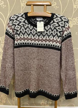 Очень красивый и стильный брендовый вязаный тёплый свитер.