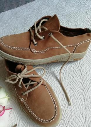 Осенние кожаные туфли макасы