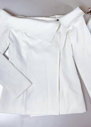 Жакет белый с открытыми плечиками