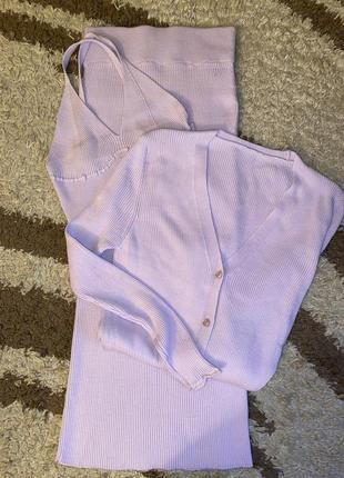 Красивый в лиловом цвете костюм - тройка
