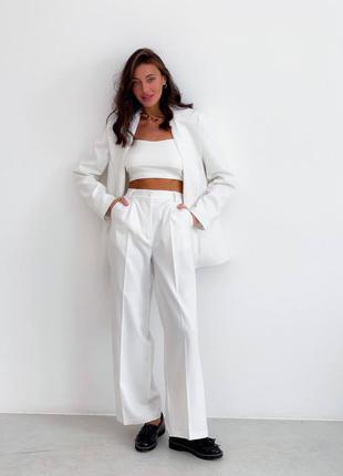 Стильный брючный костюм с пиджаком жакетом и широкими штанами палаццо