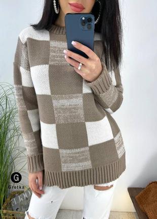 Вязаный сильный свитер