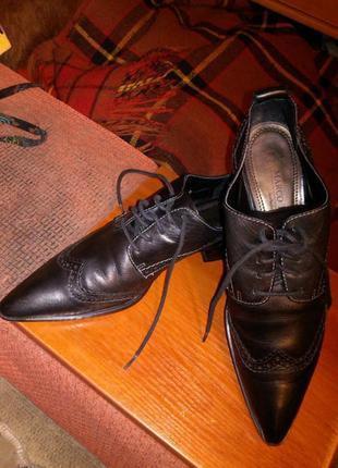Натуральная,мягкая кожа,чёрные туфли-оксфорды-броги с узким носком,германия