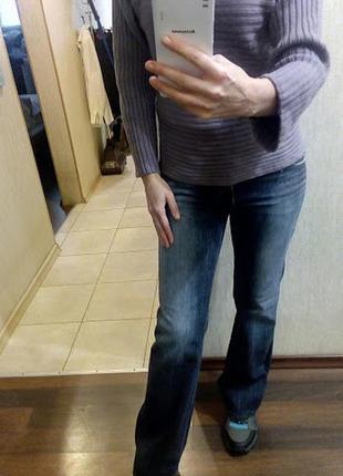 Плотные прямые джинсы с легкой выбеленностью от mango