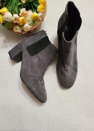 Ботинки женские,широкий каблук h&m