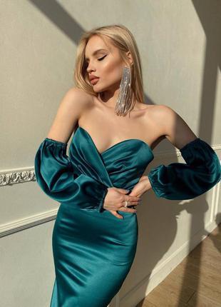 Корсетное вечернее платье с открытыми плечами объемными рукавами миди облегающее атласное шёлковое с открытым декольте приталенное  на фотосессию
