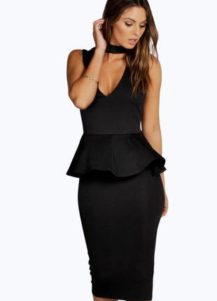 Boohoo платье чёрное с чокером миди по фигуре карандаш футляр с баской классическое