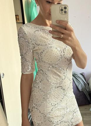 Платье белое,паетки