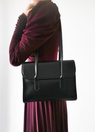 Чорна сумка з довгими ручками