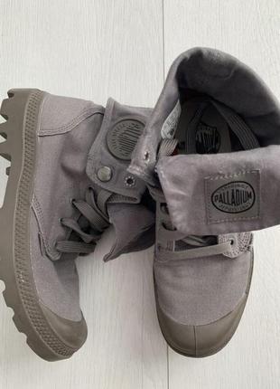Высокие серые ортопедические ботинки palladium