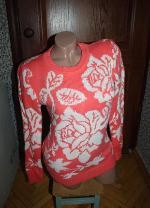 Свитер шерстяной коралловый в розы теплый зима