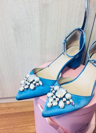 Шикарнейшие атласные бирюзовые туфли-лодочки с камнями asos