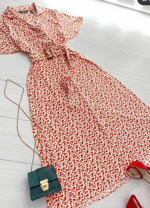 Плаття в червоно-білий принт ruth langsford