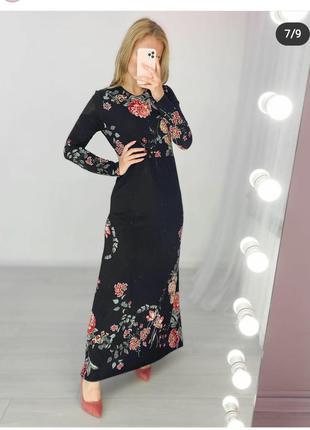 Чорне плаття в квітковий принт