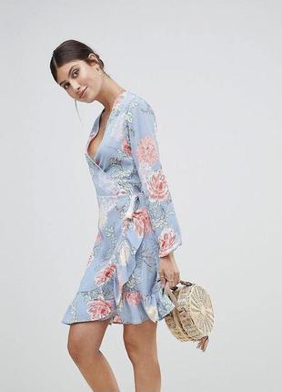 Яркое платье на запах