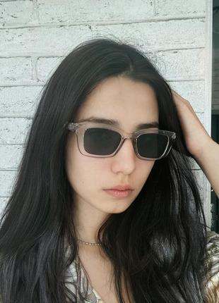 Тренд новые серые солнцезащитные очки по типу wayfarer узкие ретро окуляри сонцезахисні сірі