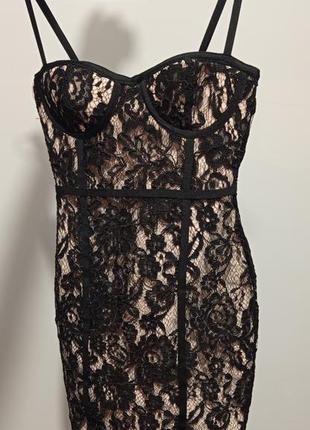 Шикарное сексуальное чёрное черное бежевое кружевное мини платье по фигуре