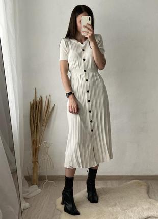 Трикотажное плиссированное платье на пуговках от superdry