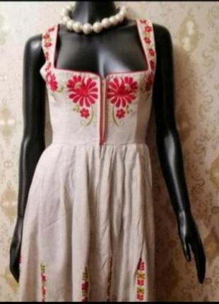 Фирменное платье в цветочный принт вышивка бавария