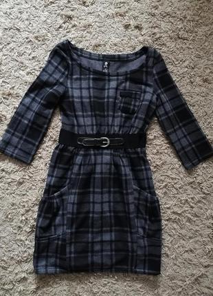 Платье в актуальный принт
