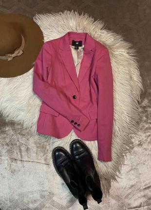 Яркий укорочённый пиджак