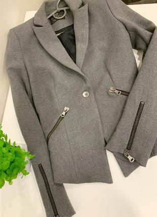 Очень стильный пиджак zara