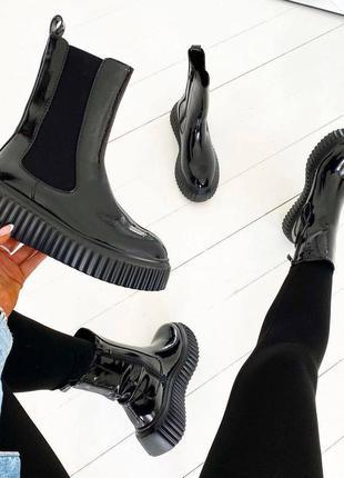 Лакові черевики
