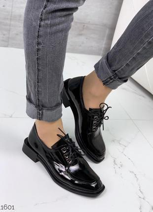 Кожаные лаковые туфли на шнурках натуральная кожа
