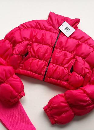 Курточка укорочена тепла кольору фуксія bershka