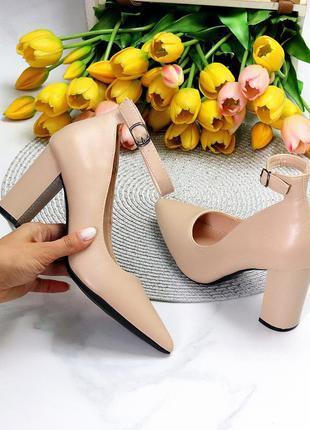 Женские бежевые туфли на устойчивом каблуке