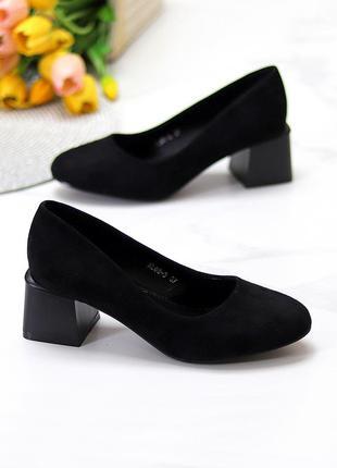 Женские черные туфли на невысоком каблуке 36 размера