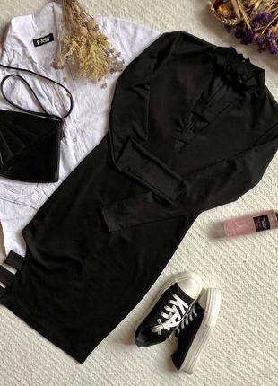 Оригинальное платье миди чёрного цвета с вырезами на декольте и бедре